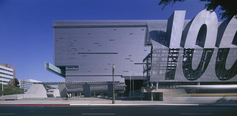 Flashback: Caltrans District 7 Headquarters / Morphosis, © Roland Halbe