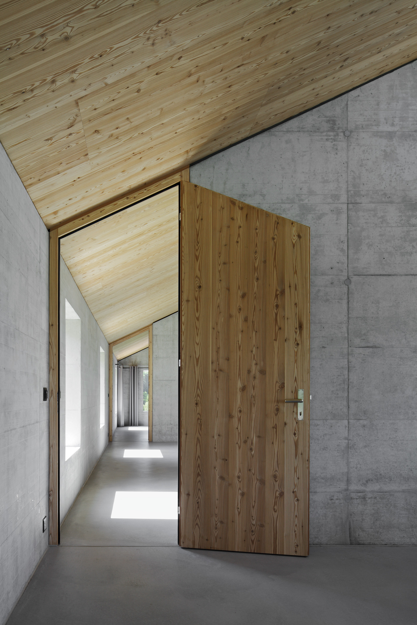 Gallery of house d hhf architects 15 for Minimalist house wood