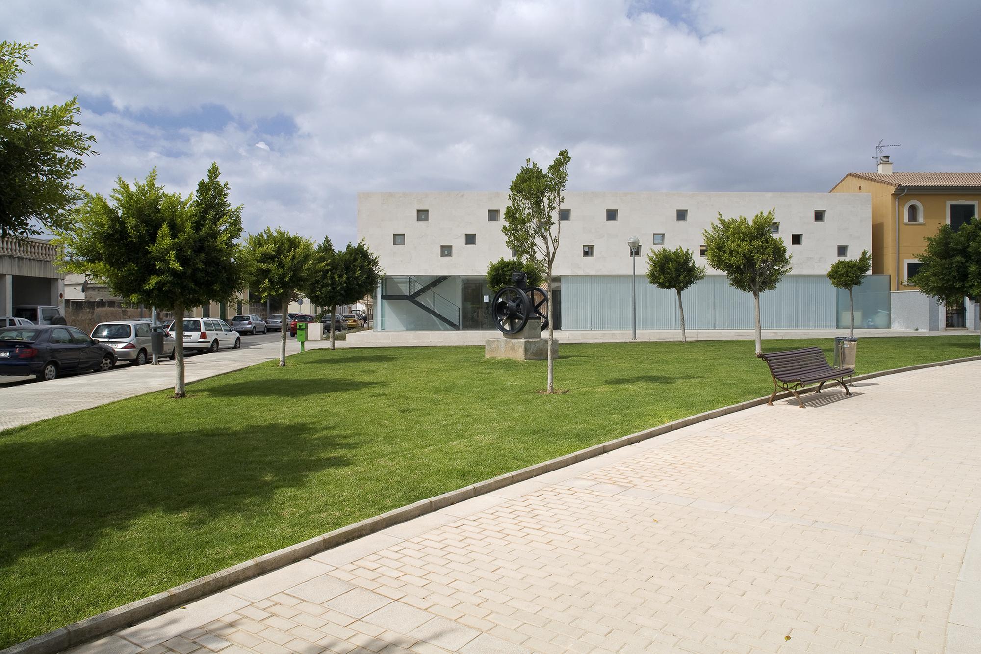 Centro Cultural en Son Ferriol / Jordi Herrero & Sebastián Escanellas