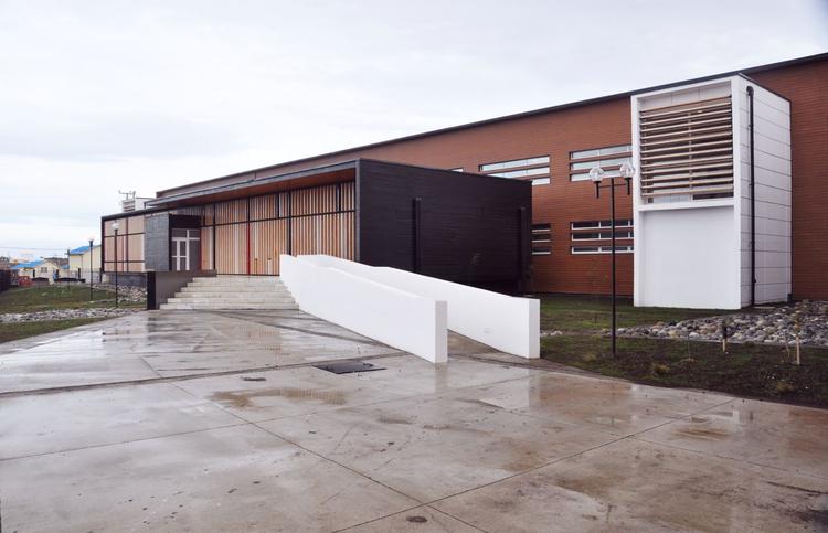 Reposición Liceo Polivalente Hernando de Magallenes / ArqDesign Arquitectos Consultores Ltda., Cortesía de ArqDesign Arquitectos Consultores Ltda.