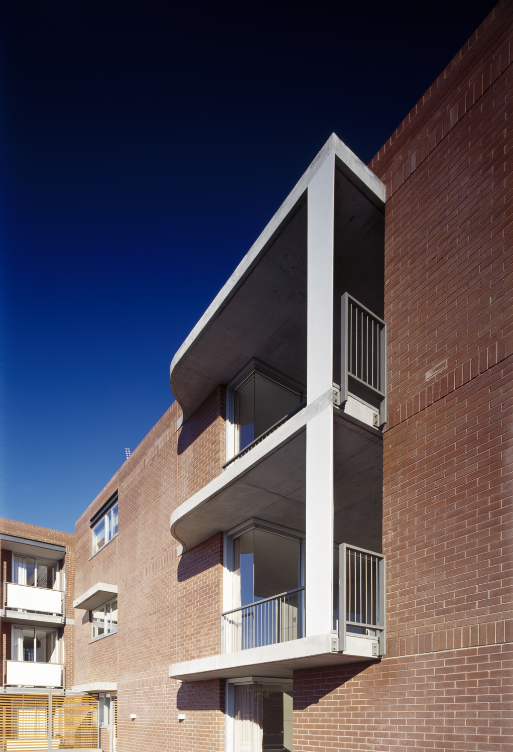 Rose Bay Apartments / Hill Thalis Architecture