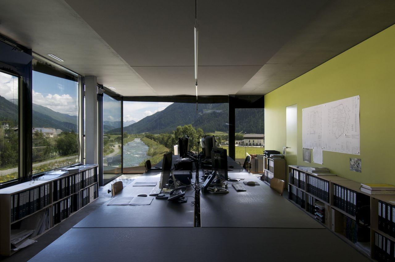 Commercial Building Islas / Mierta & Kurt Lazzarini Architekten