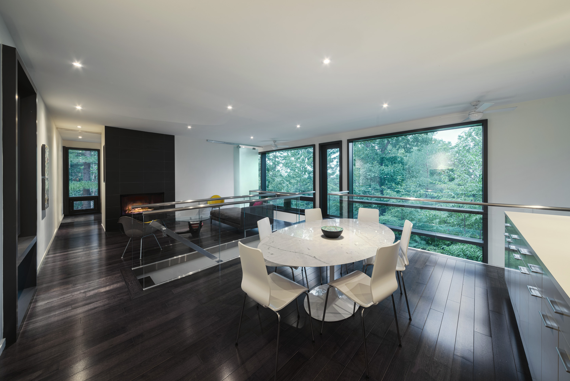Gallery of chelsea hill house kariouk associates 2 for Interior house designs black and white