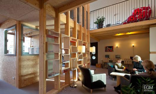 Ronald mcdonald family room egm architecten archdaily for Ronald mcdonald family room