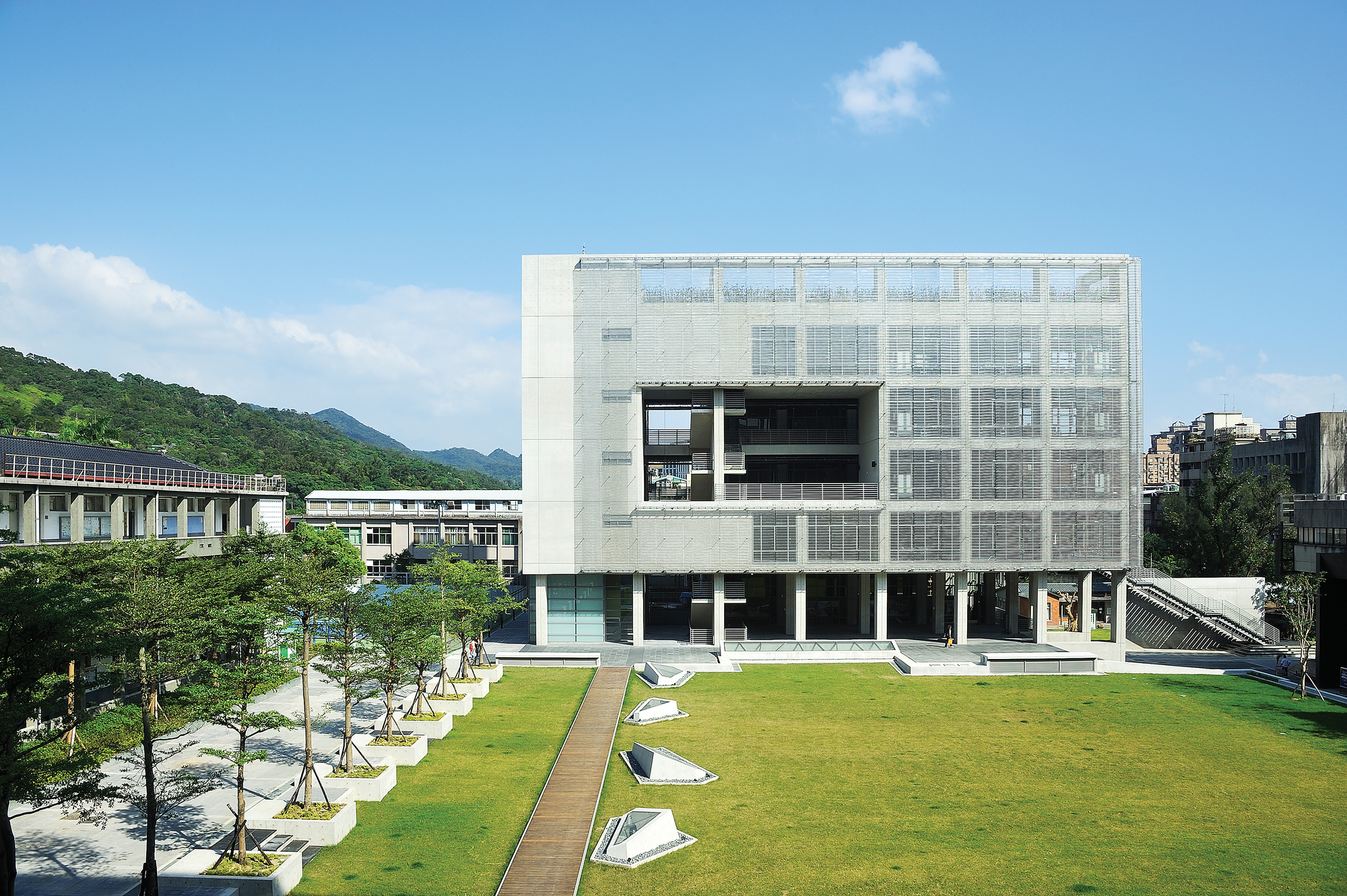 Shih Chien University Gymnasium and Library / Kris Yao | Artech Architects