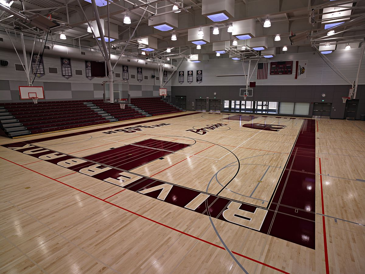 Riverbank high school darden architects archdaily for Basketball gym designs and layout