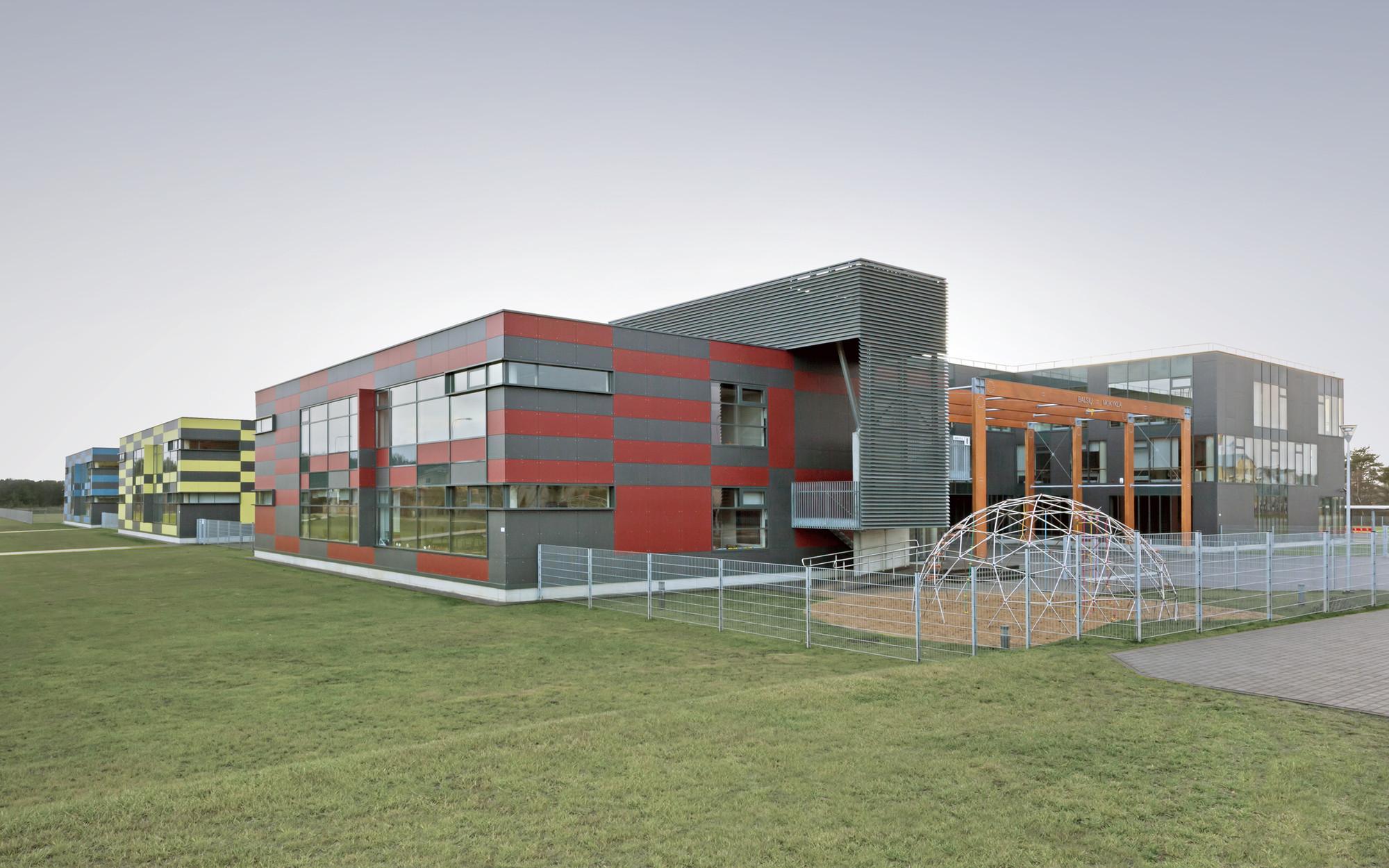 School in Balsiai / Sigitas Kuncevičius Architecture Studio, © Raimondas Urbakavičius