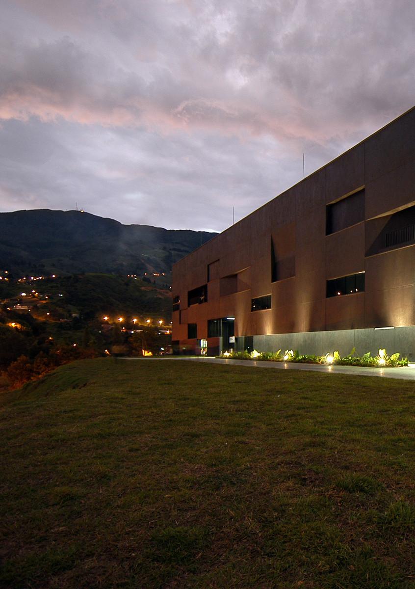 Fernando Botero Park Library / G Ateliers Architecture