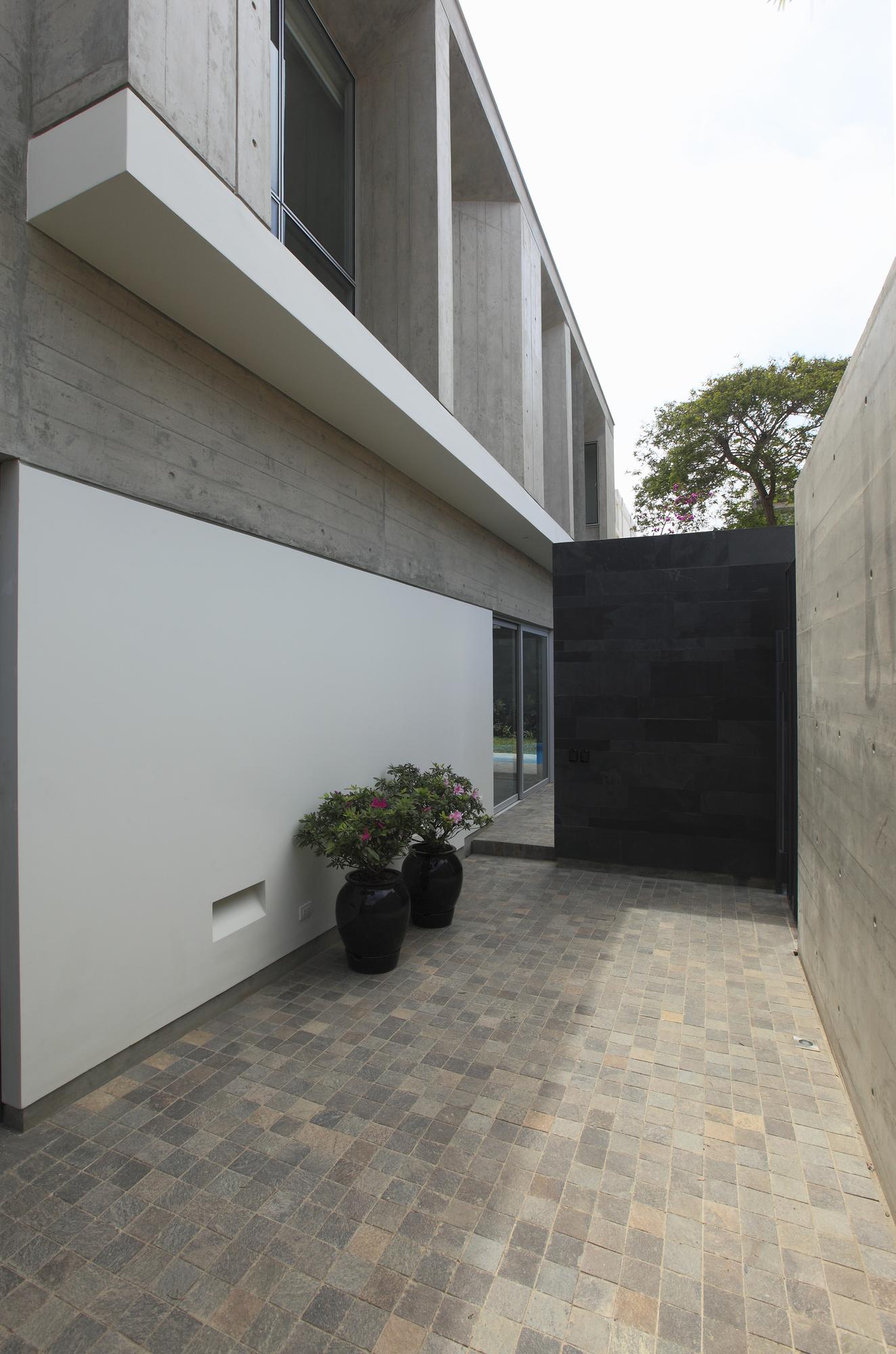 Casa SL / Llosa Cortegana Arquitectos