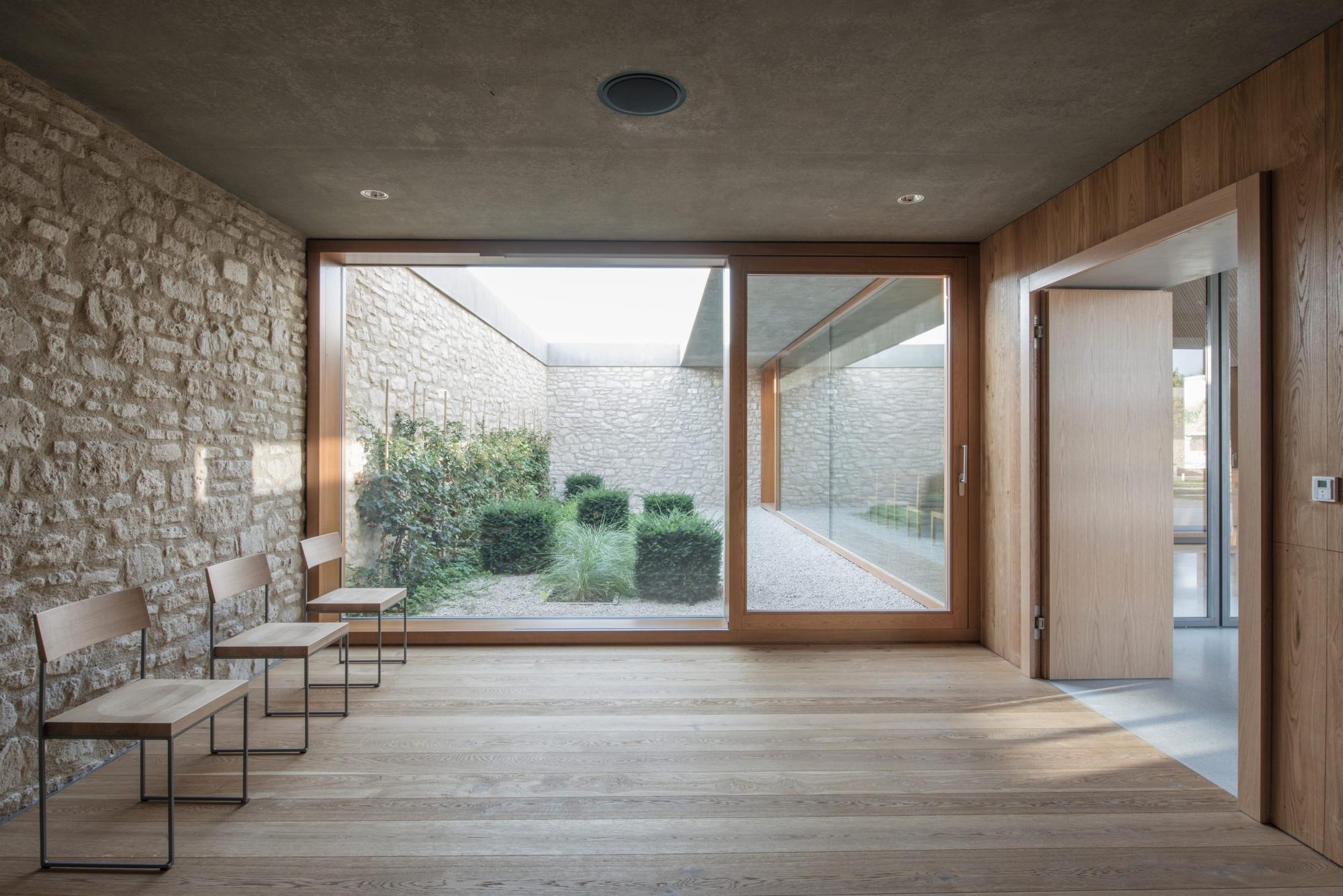 Gallery of Ingelheim Funeral Chapel / Bayer & Strobel Architekten - 13