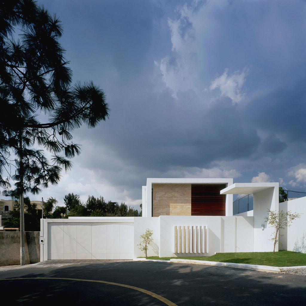 Gallery of cube house agraz architects 2 for Arquitectura minimalista casas
