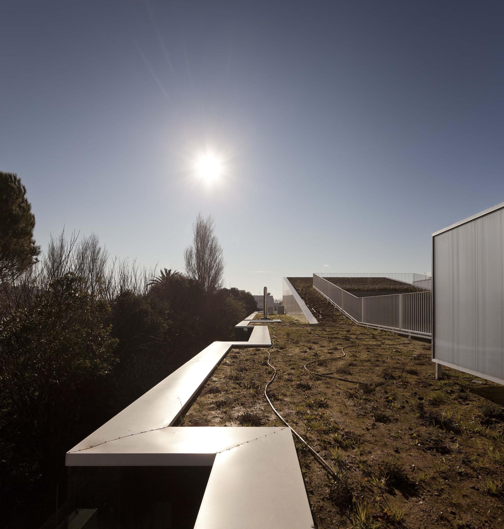 Center School S.Miguel de Nevogilde / AVA Architects