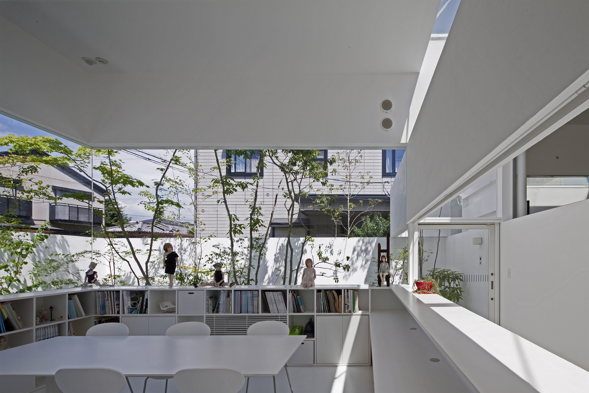 Atelier bisque doll uid architects archdaily for De atelier architects