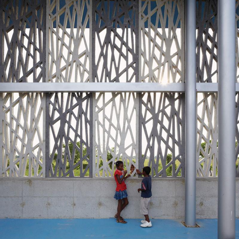 Flor del Campo Educational Center / Giancarlo Mazzanti + Felipe Mesa