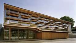 Sunny Gymnasium / Tekhnê Architectes