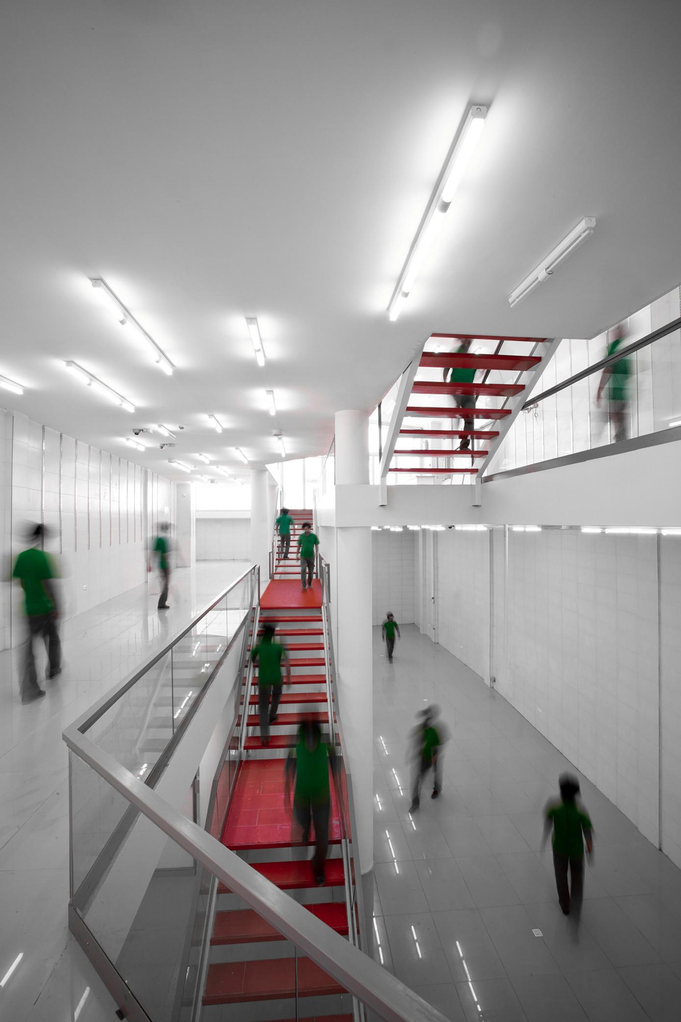 No Name Shop / Iranian Architectural Atelier