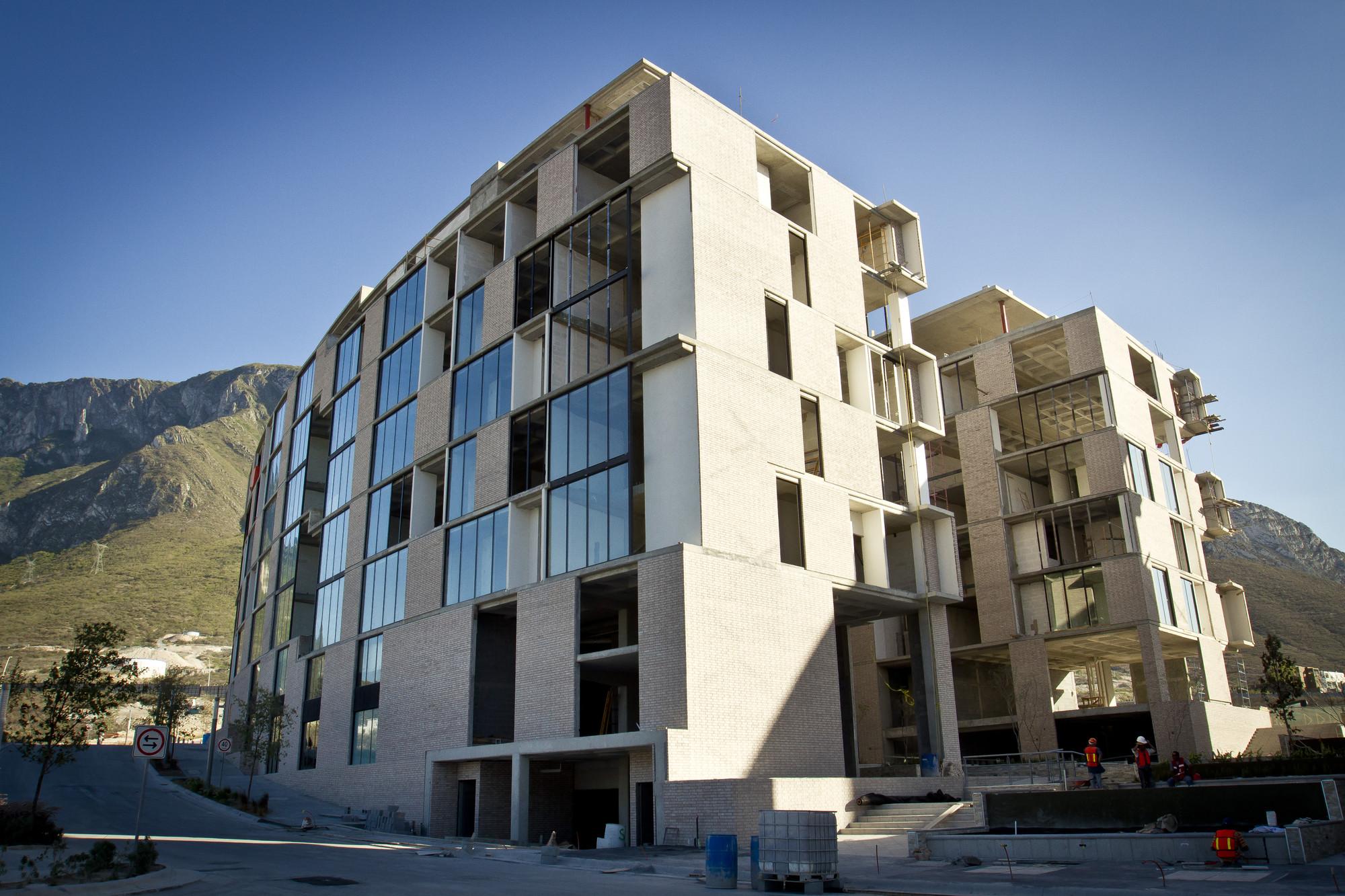 En Construcción: Edificio Ema Cordillera / JSª, Cortesia de JSª