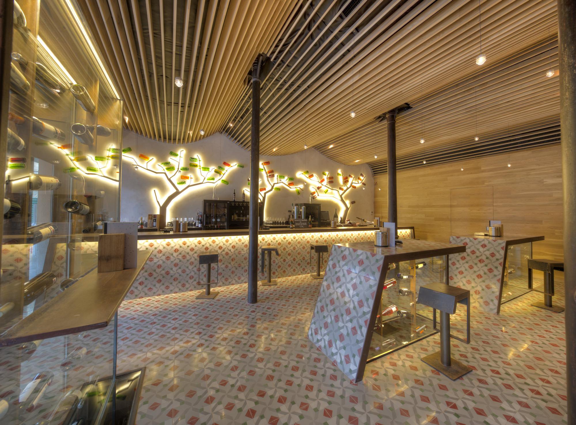 Vinoteca y restaurante entrecepas virginiaarq for Restaurante arquitectura