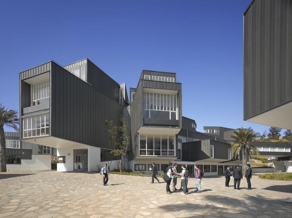 Adolfo Ibañez University / José Cruz Ovalle y Asociados. Image © Roland Halbe.