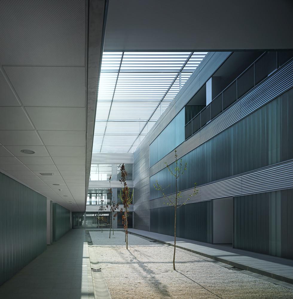 Technology Center of the Extremadura University / Fernández del Castillo Arquitectos