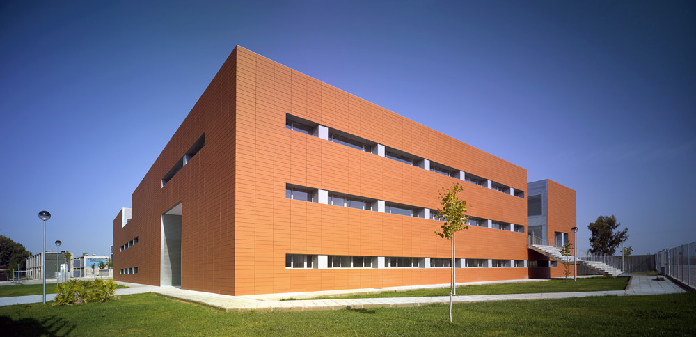 Technology Center of the Extremadura University / Fernández del Castillo Arquitectos, © Jesús Granada