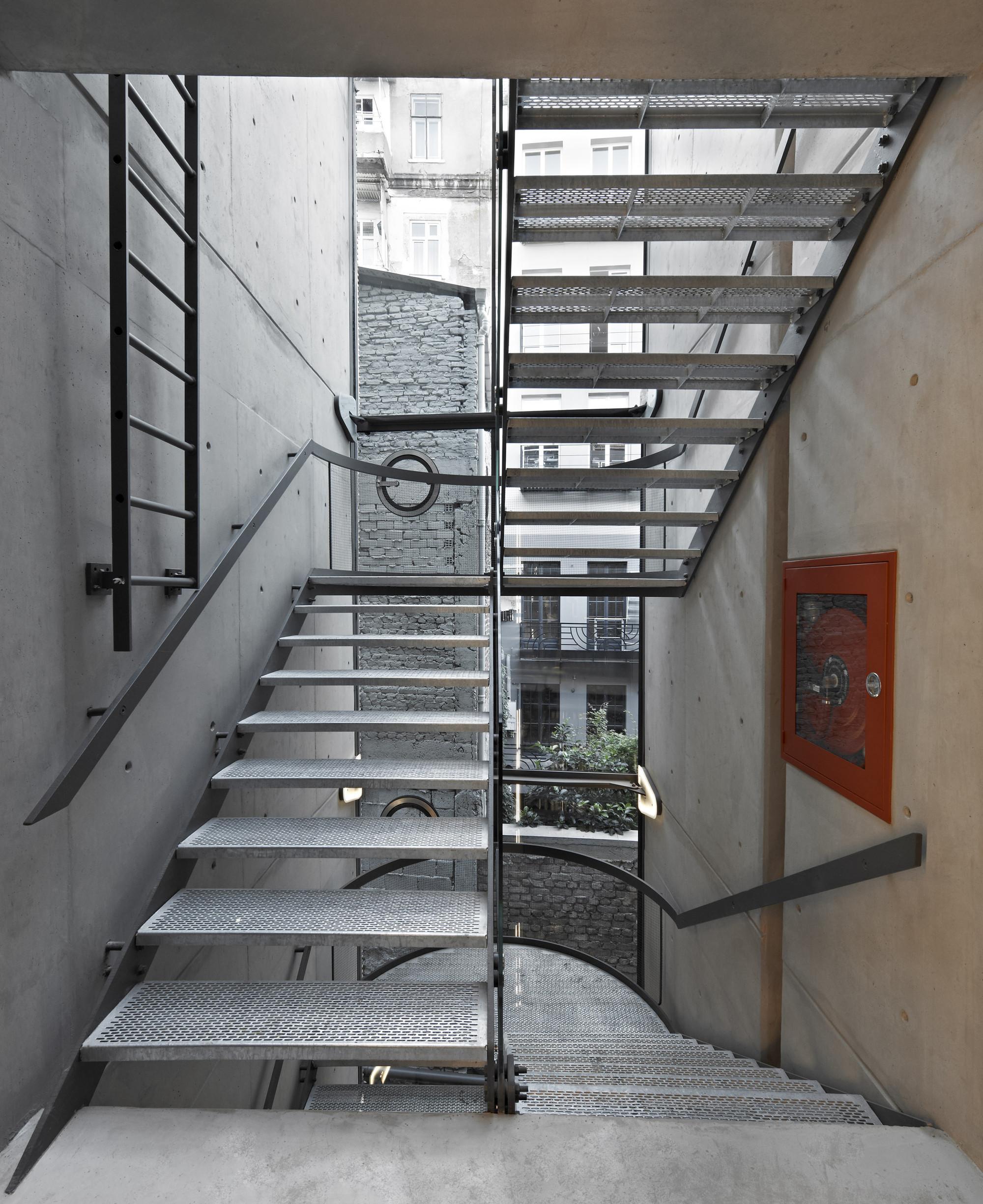 gallery of pera 25 alata architecture consulting 15. Black Bedroom Furniture Sets. Home Design Ideas