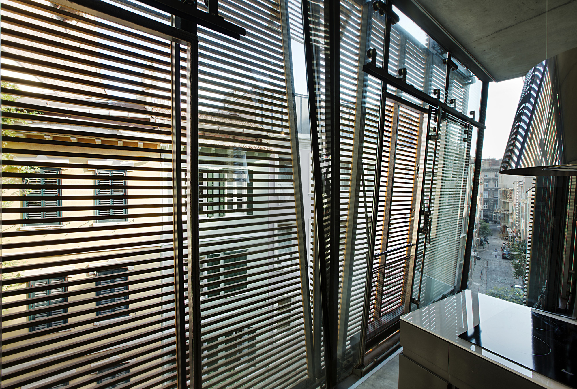 gallery of pera 25 alata architecture consulting 32. Black Bedroom Furniture Sets. Home Design Ideas