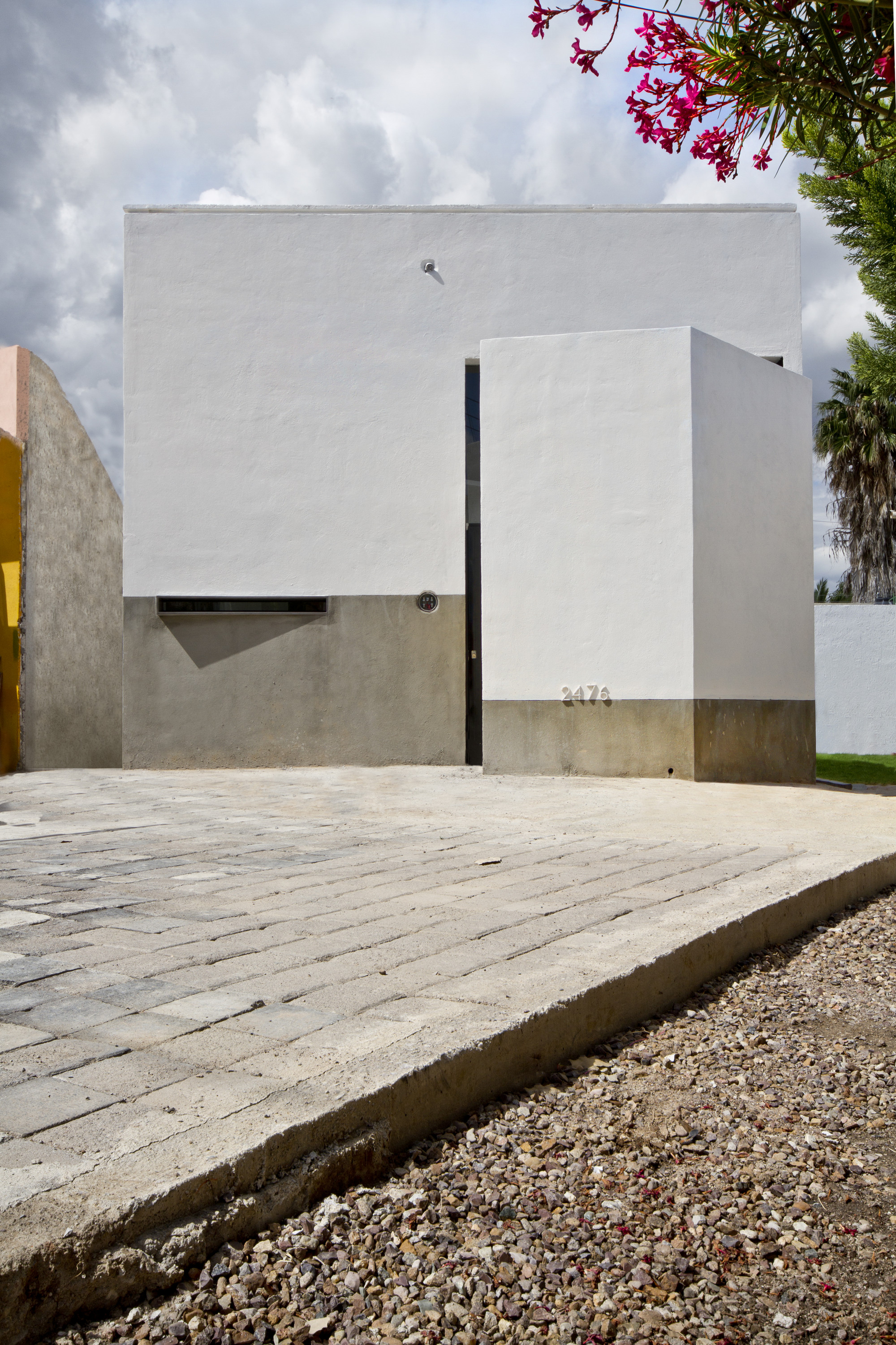 Great-Grand Parents House / Jesus Davila Architects