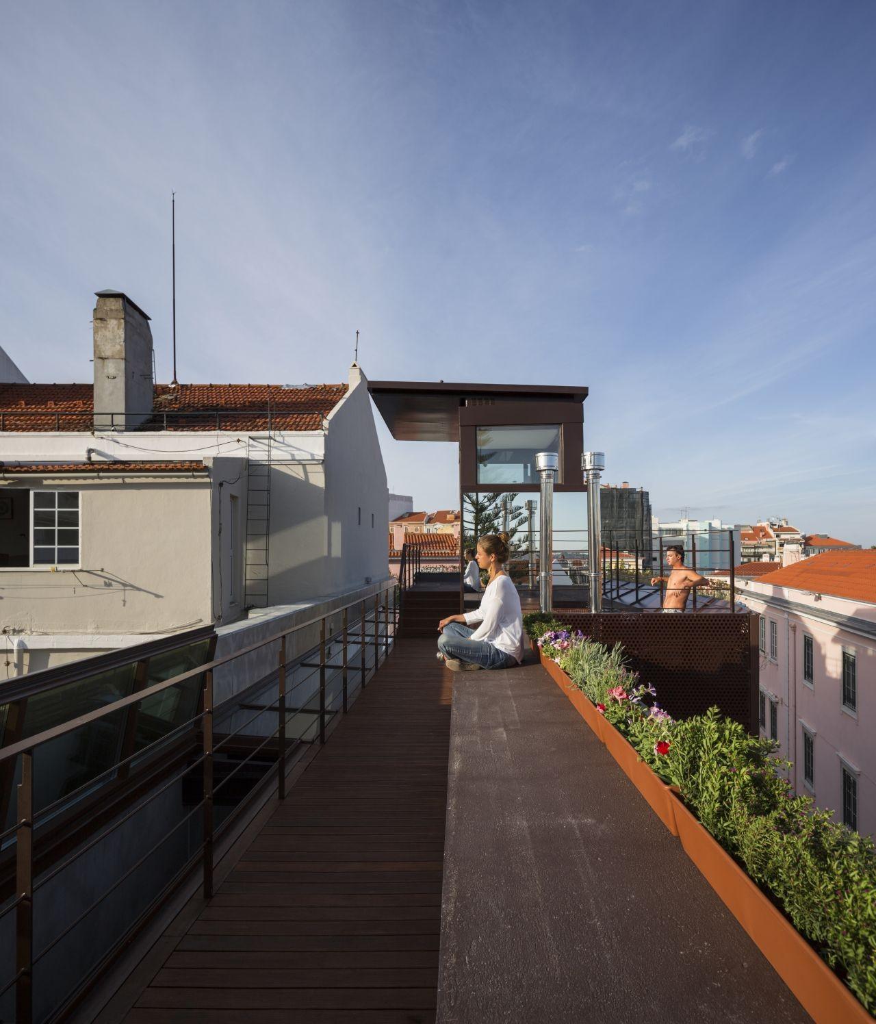 House in Travessa de Patrocinio / Madalena Rebelo de Andrade + Raquel Jorge + Carlos Ruas& Tiago Moniz
