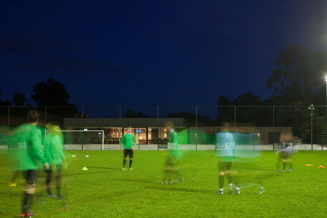 VV Capelle Soccer Clubhouse / MoederscheimMoonen Architects