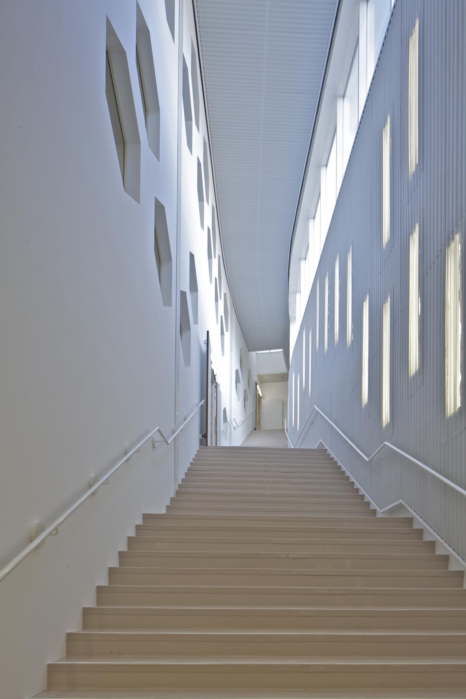 gallery of lons le saunier mediatheque du besset lyon architectes 10. Black Bedroom Furniture Sets. Home Design Ideas