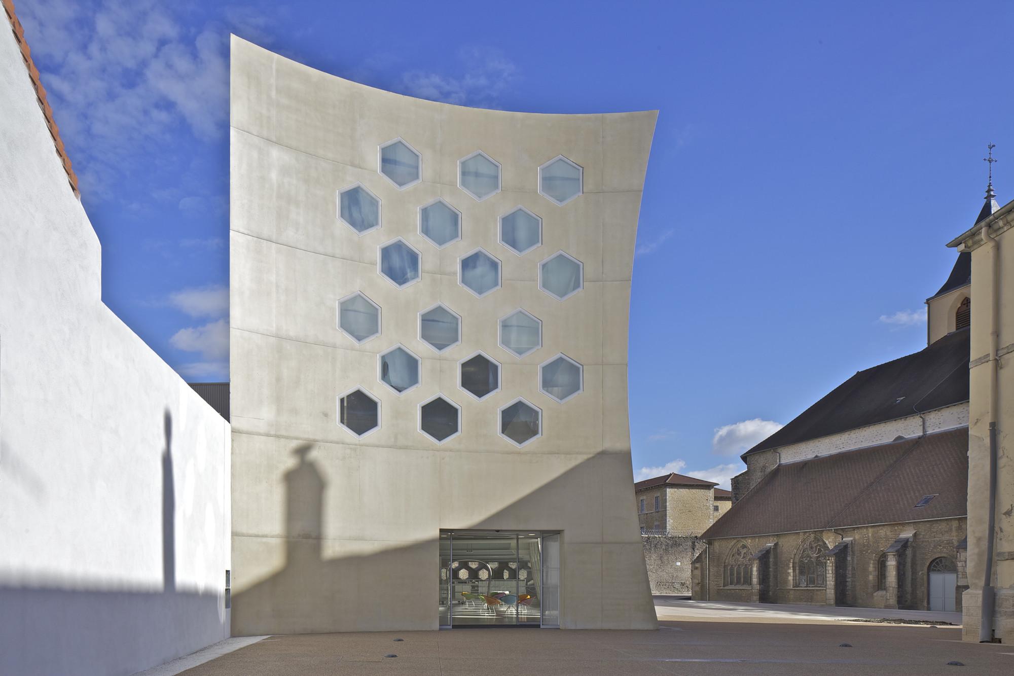 Gallery of lons le saunier mediatheque du besset lyon architectes 2 - Lons le saunier office du tourisme ...