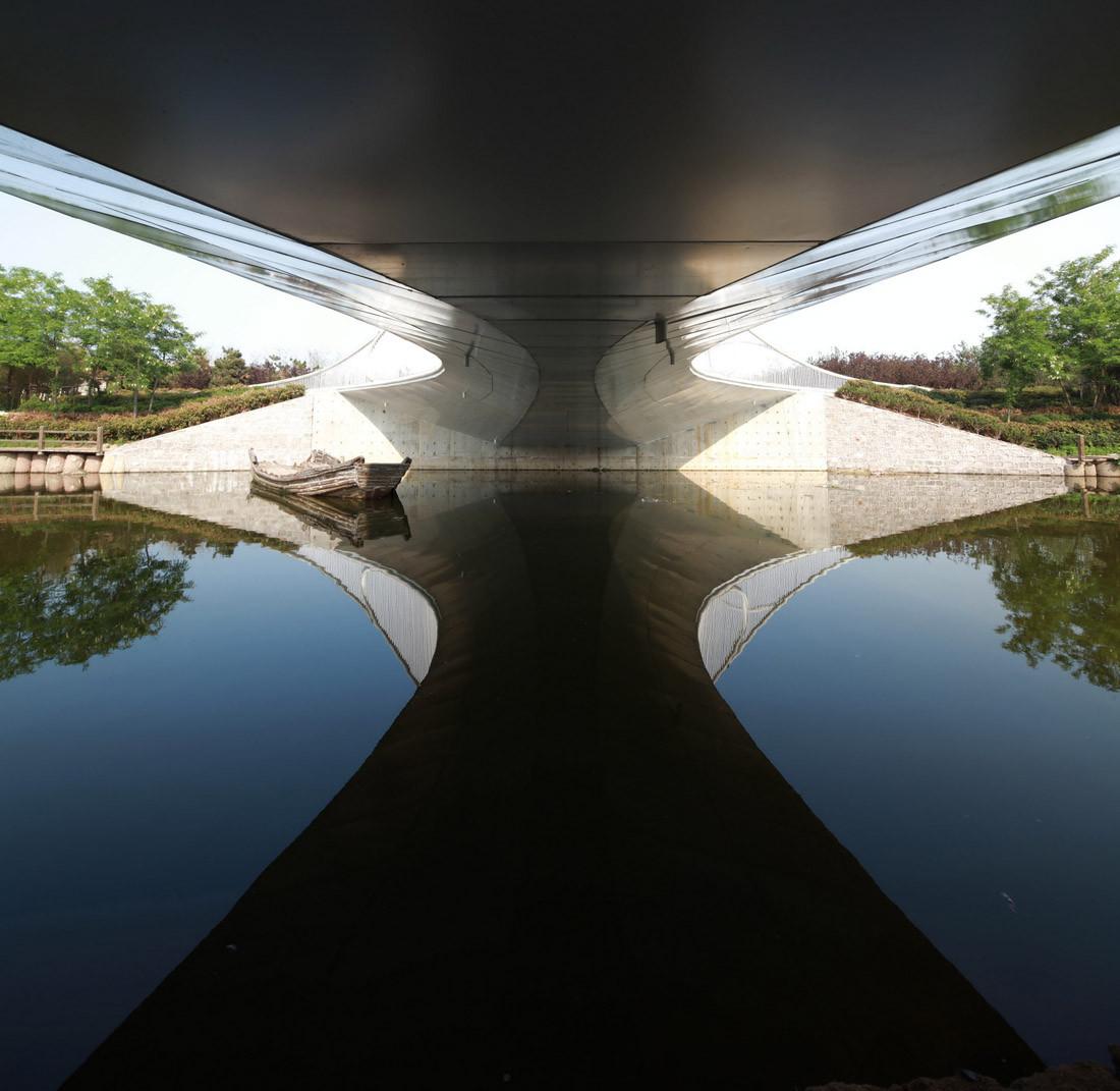 Pedestrian Bridge / HHD_FUN Architects