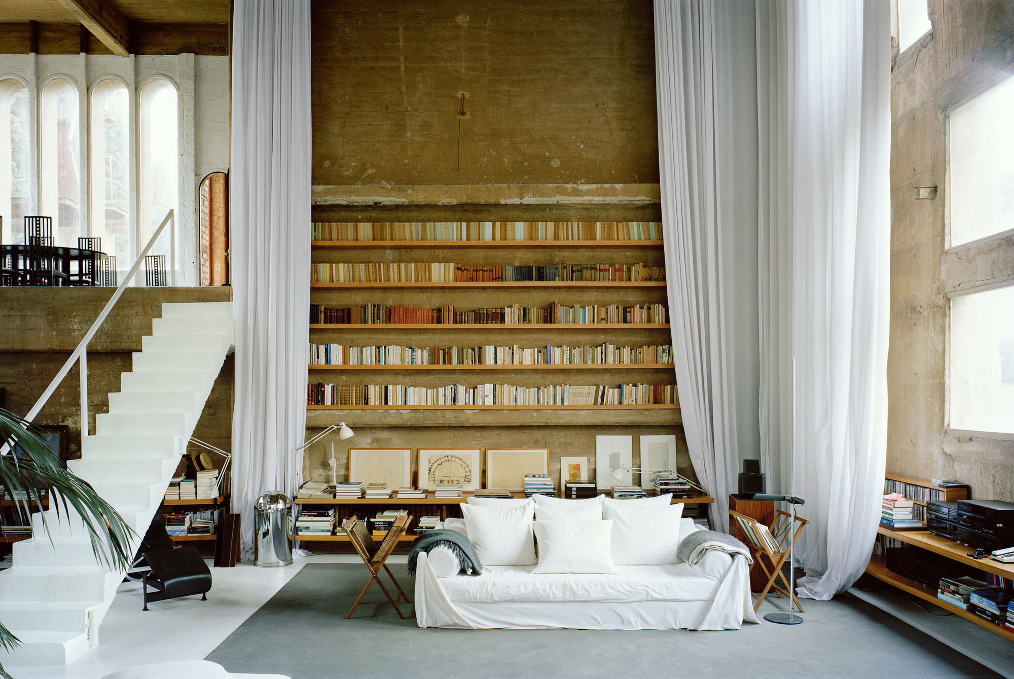 Gallery of the factory ricardo bofill 28 for Studio barcelona muebles