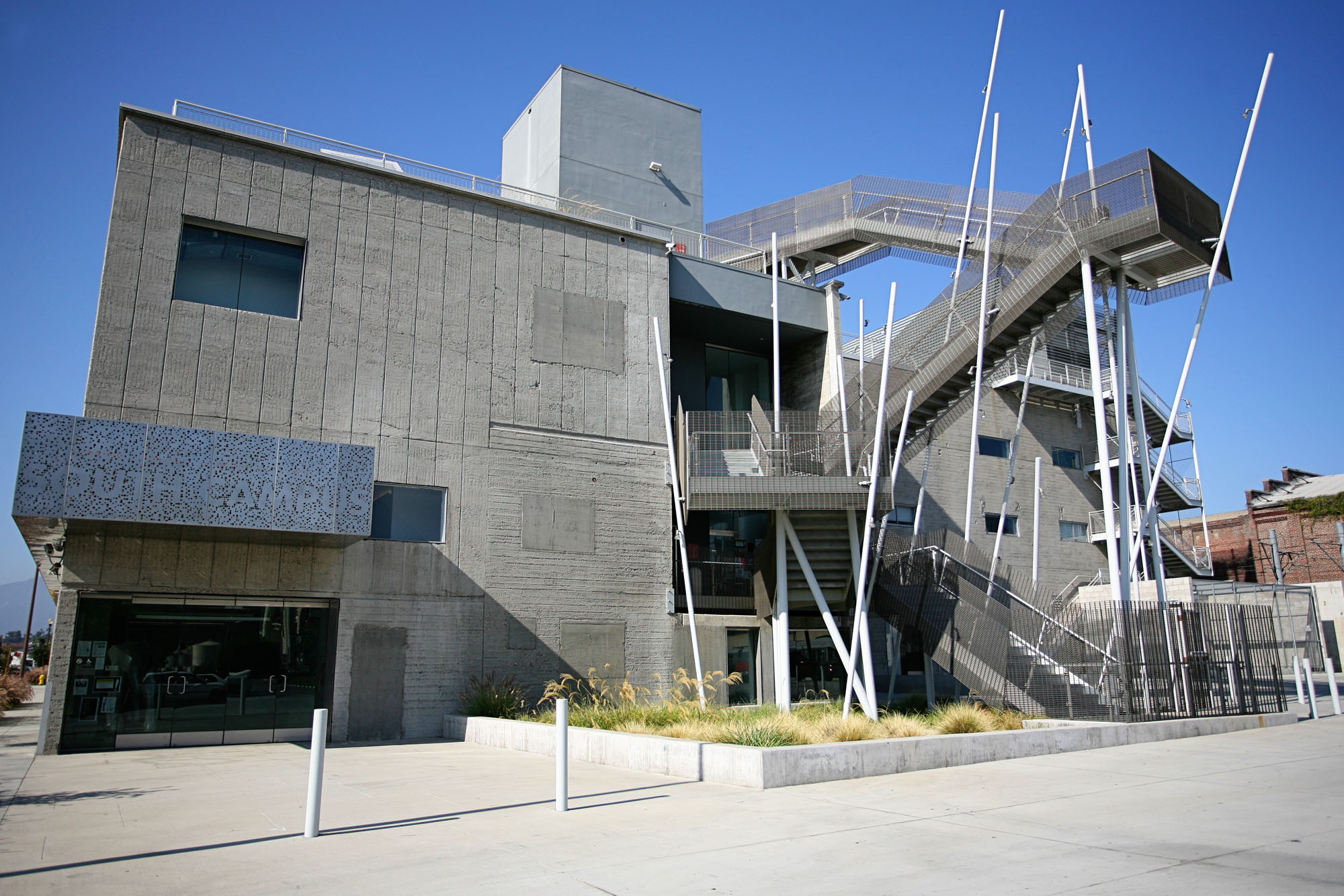 AD Architecture College Guide: Pasadena Art Center College of Design, Art Center's South Campus, designed by Daly/Genik Architects