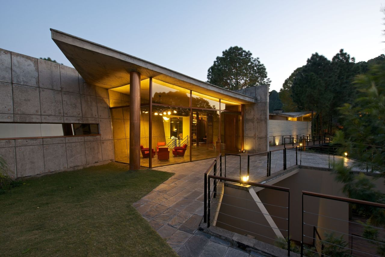 House in the Himalayas / Rajiv Saini
