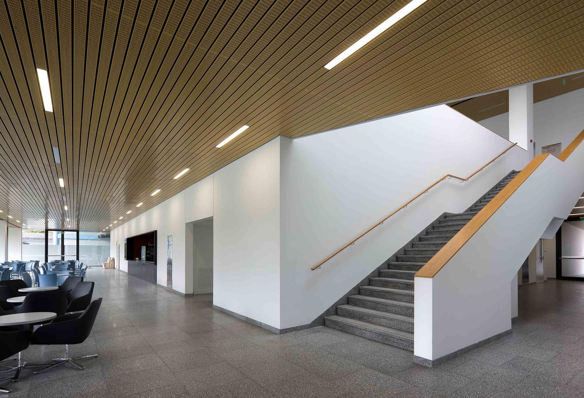 Roche Canteen / EXH Design