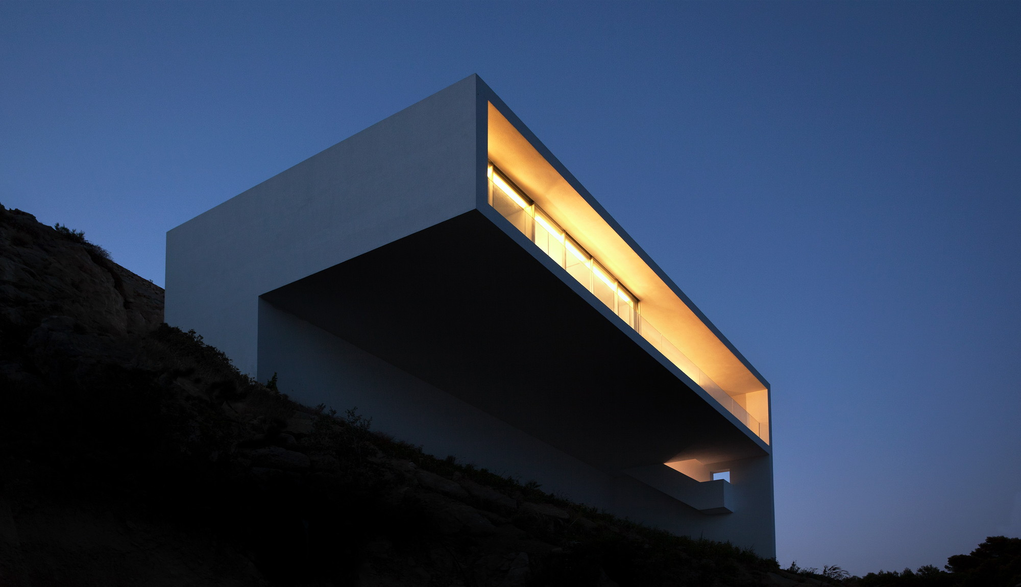 Gallery of house on the cliff fran silvestre arquitectos 5 for Fran silvestre house on the cliff