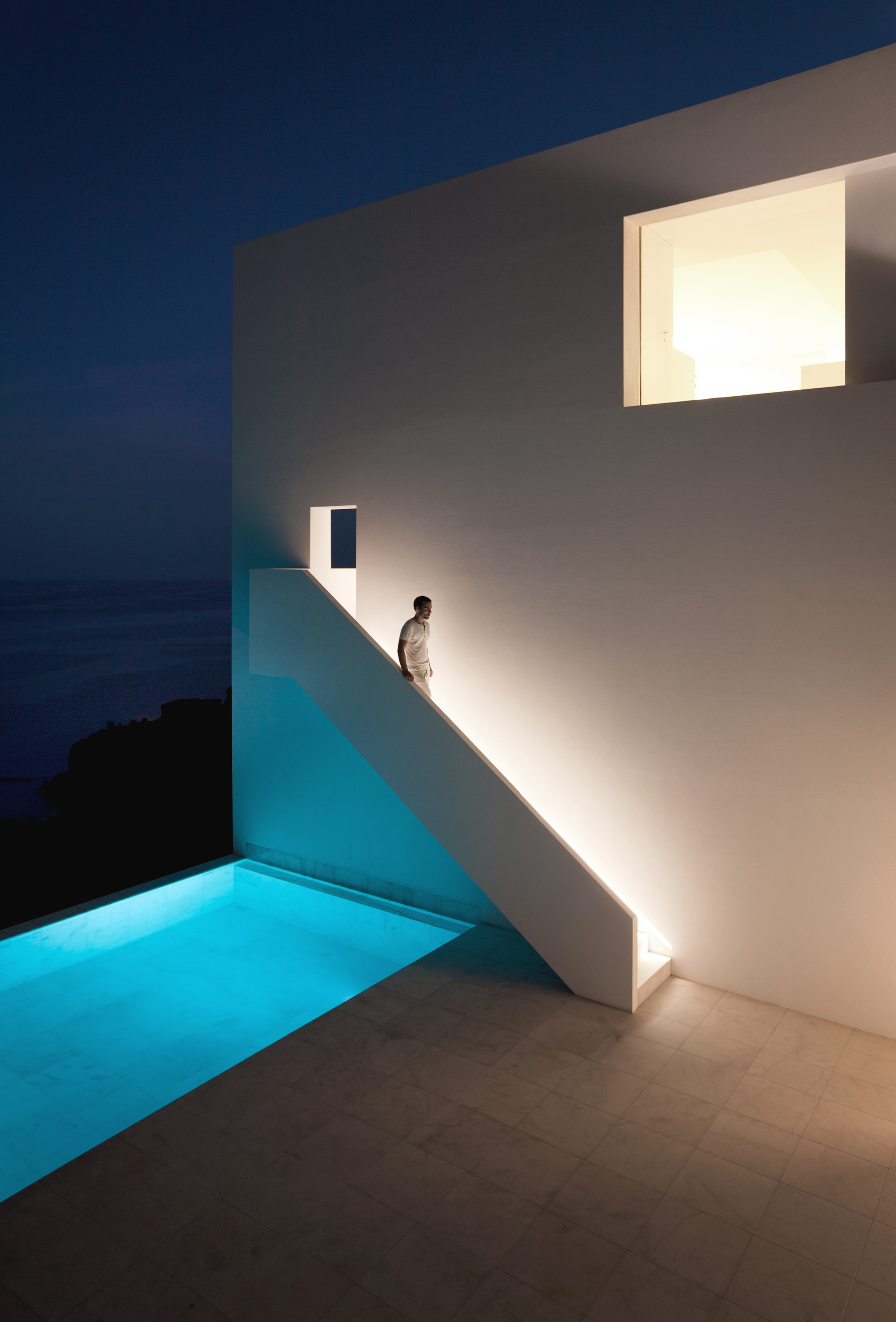 Gallery of house on the cliff fran silvestre arquitectos 7 for Fran silvestre house on the cliff
