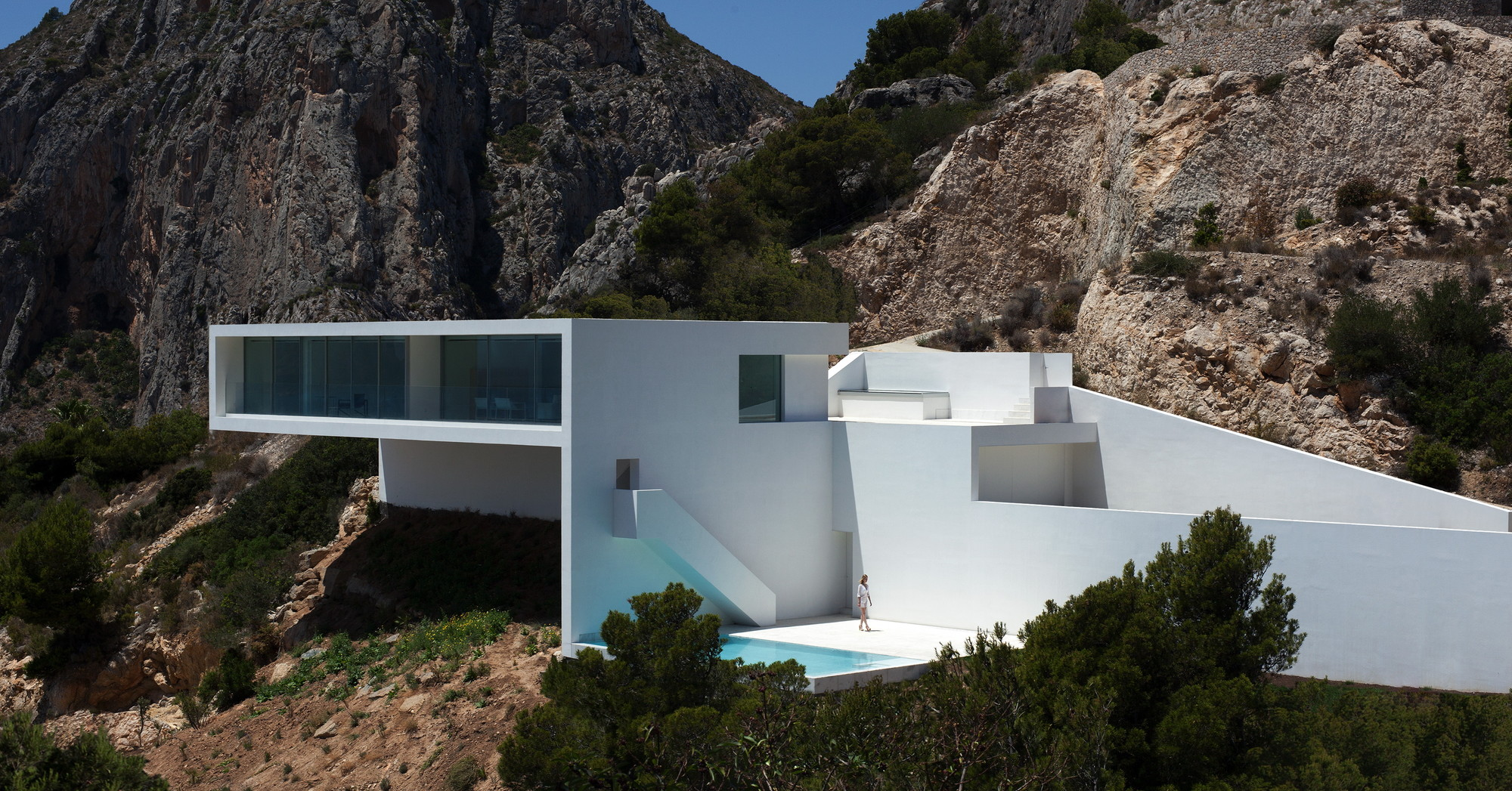 House on the Cliff / Fran Silvestre Arquitectos, © Diego Opazo