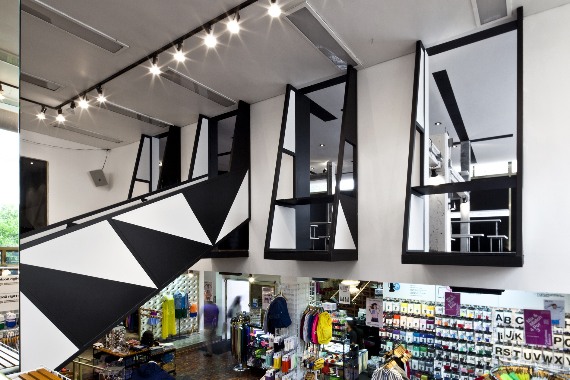 American Apparel Showroom / Emmanuel Picault + Ludwig Godefroy Architects