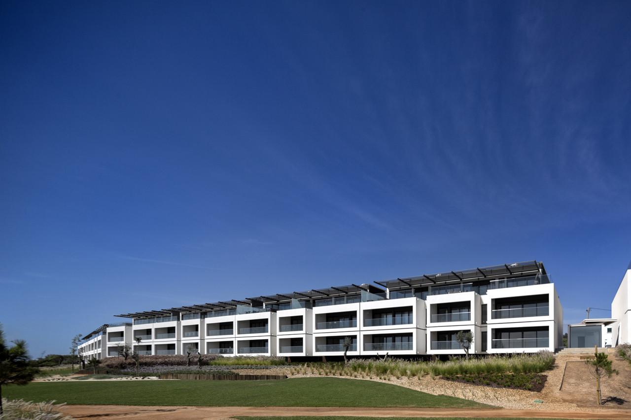 Del Mar Village Condominium / Saraiva + Associados, © FG+SG