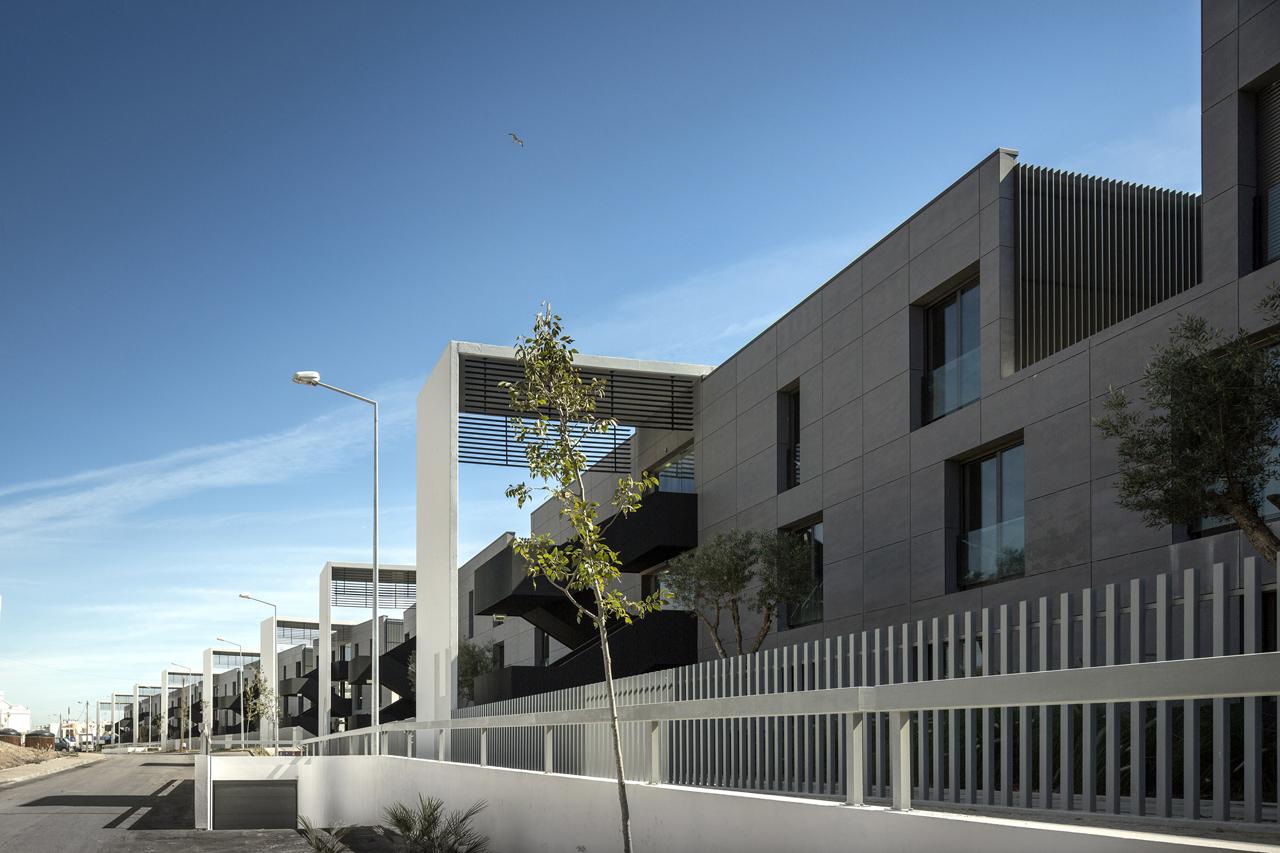 Del Mar Village Condominium / Saraiva + Associados