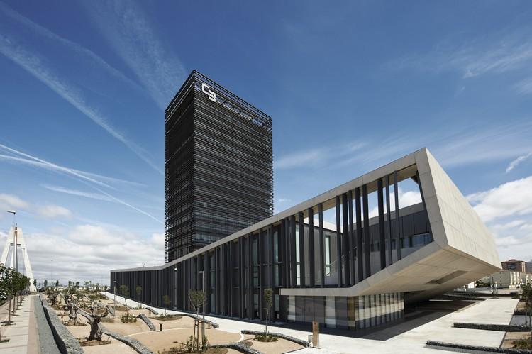 Sede caja de badajoz estudio lamela arquitectos for Oficinas caja extremadura