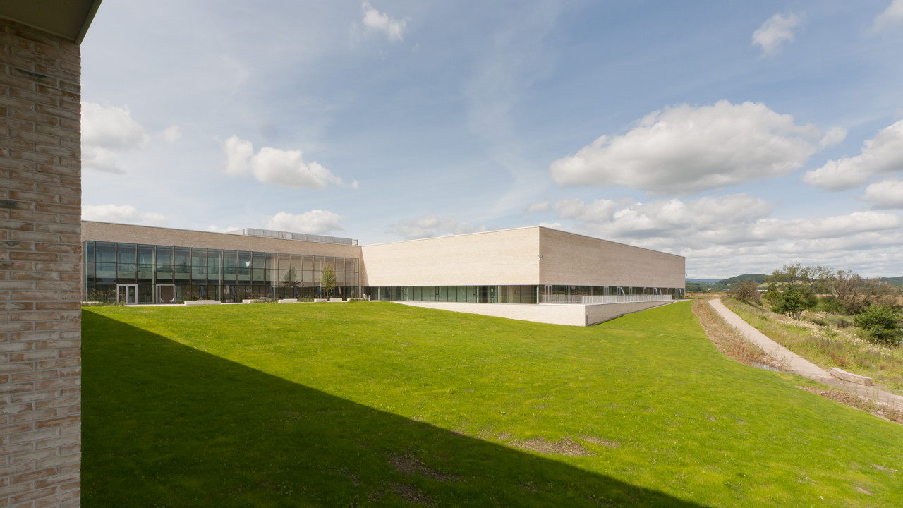 Stirling Campus in Forth Valley College / Reiach and Hall Architects