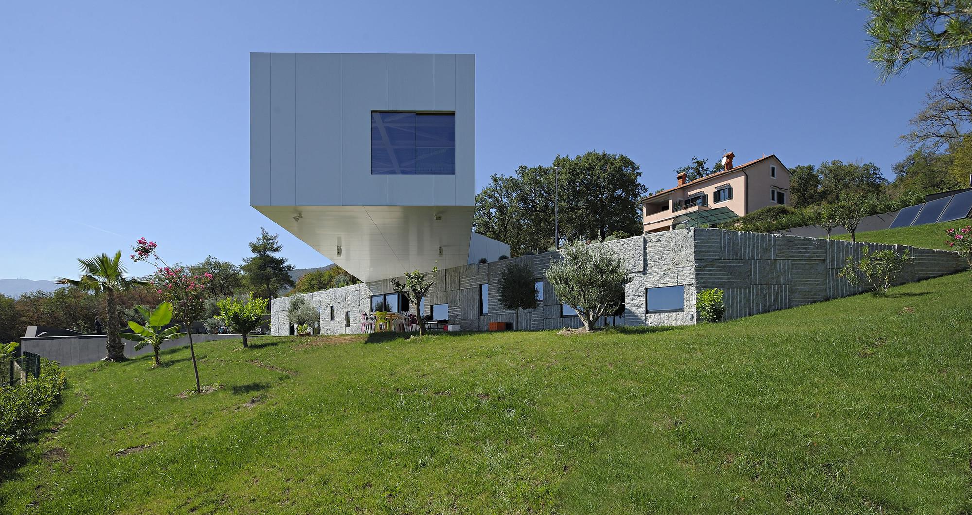 Nest & Cave House / Idis Turato