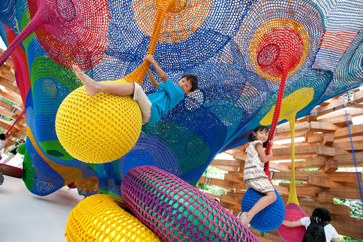 Wonder Space II, by Toshiko Horiuchi MacAdam and Interplay, at Hakone Open Air Museum. Photo © Masaki Koizum.