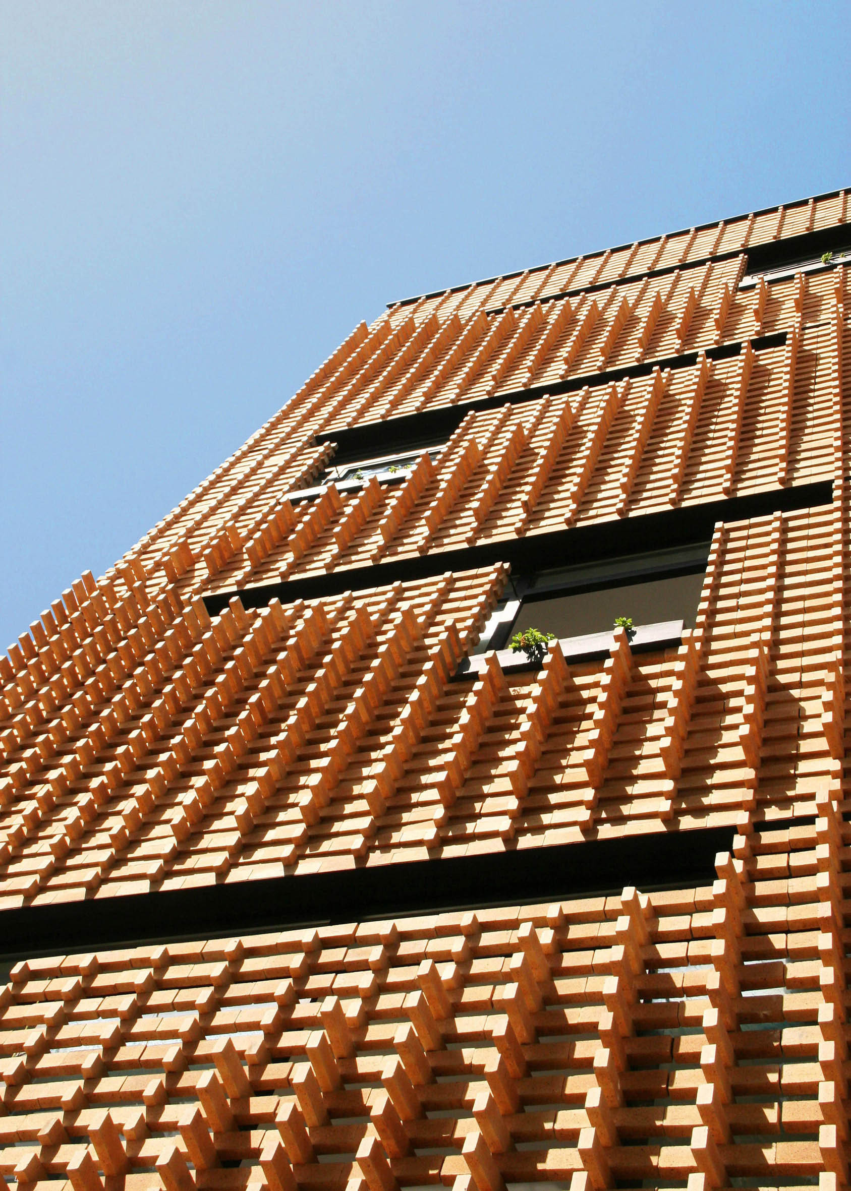 Brick pattern house alireza mashhadmirza archdaily for Brick facade house