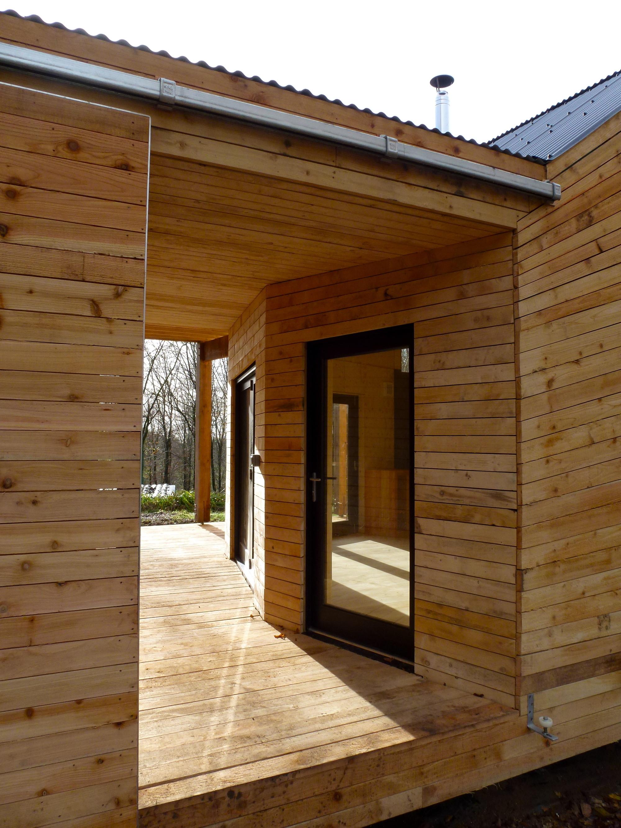 Caretaker's House / Invisible Studio