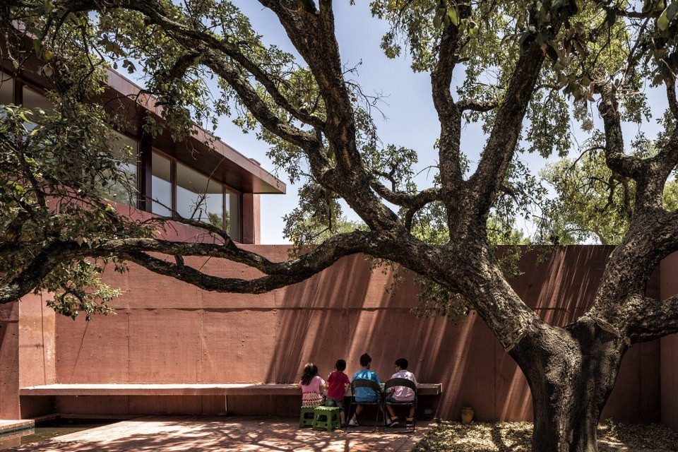 Three Courtyards House / Miguel Marcelino